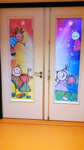 deur-ramen-raamfolie-bedrukt-school-voorkant